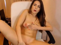 Beautiful Cam Chick Masturbates