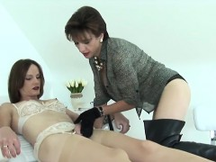 Unfaithful English Milf Lady Sonia Flaunts Her Massive Titti