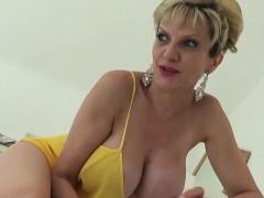 Unfaithful uk milf lady sonia displays her big boobs