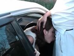 Amateur redhead doing deeptroath in the car