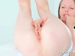 Splendid sex angel Gloria rubbing pussy in close-up