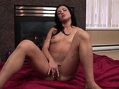 Slender brunette gets orgasmplays with vibrator