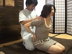 Asian chicks go in for special massages to get a nasty rubd