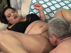 Sexy plumper gets her pussy fingered and licked good before
