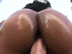 Perfect bombshell pops out huge arse and gets anal pounded