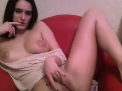 Innocent looking chick rubs her slit on livecam