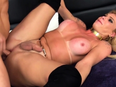 Blonde Tranny Kiss And Lick A Guy She Gives Him Nice