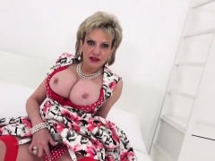 Unfaithful English Milf Lady Sonia Shows Off Her Giant Titti